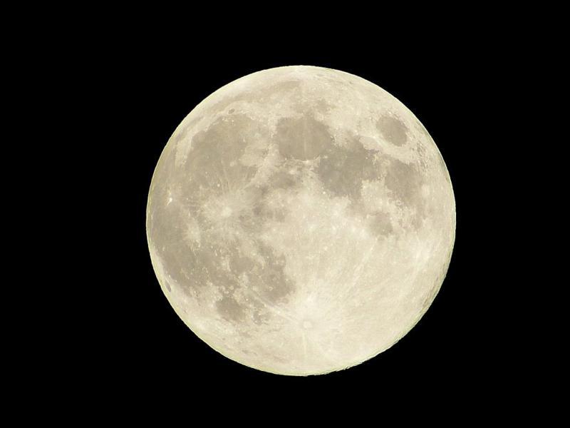 月の裏側が見えない理由は?自転と公転が同じ速度である理由は!